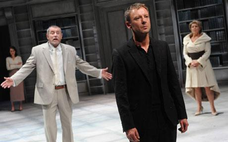 John Nettles (Claudius) John Simm (Hamlet) Barbara Flynn (Gertrude) in Hamlet at the Crucible theatre in Sheffield