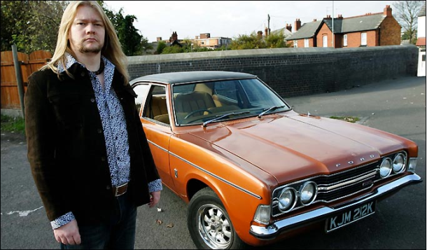 Cortina suprema ... gasman Paul loves his famous new motor
