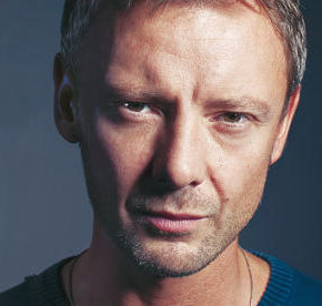 Edith Bowman welcomes John Simm to Soundtracking